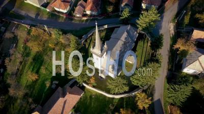 Vue Aérienne D'une église Reformée à La Chaux - Vidéo Drone