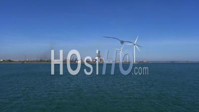Eoliennes Et Terminal Minéralier, Vidéo Drone