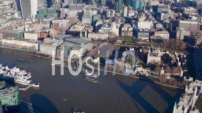 Vue Panoramique Le Long De La Tamise Depuis La Tour De Londres Tournée Vers L'ouest Jusqu'à Hyde Park Filmée Par Hélicoptère
