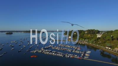 The Harbor Of Arradon In The Golfe Du Morbihan - Vidéo Drone