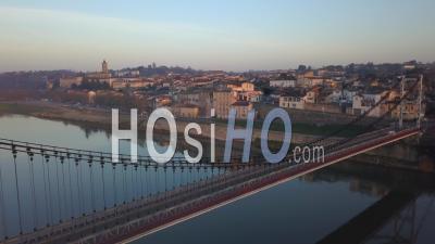 Vue Aérienne, Ville De La Réole Dans Le Sud De La France, Gironde, Aquitaine- Vidéo Drone