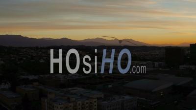 Vue Aérienne De Los Angeles Flyinglos Angeles Californie Sur Le Centre-Ville Au Lever Du Soleil Panoramique - Vidéo Drone