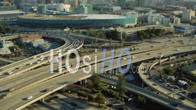 Vue Aérienne De Los Angeles Flyinglos Angeles Californie Sur Autoroutes Panoramique Du Centre-Ville - Vidéo Drone