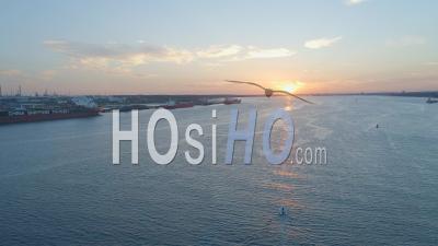 Bateau Pneumatique Gonflable Au Large De Southampton, Royaume-Uni - Vidéo Drone