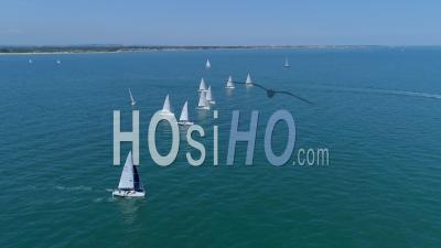 Yacht Ocean Sailing Race The Solent Uk - Vidéo Drone