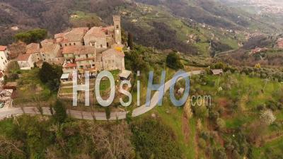 Vue Aérienne, Une Ancienne Petite Ville Perchée En Toscane, Italie, 4 K - Vidéo Drone