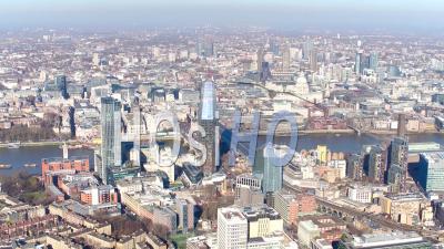 Vue Aérienne De La Tamise Et Des Blackfriars, Regardant Vers La Ville Et Le Quai De Canary, Filmés Par Hélicoptère En Hiver, Londres, Londres, Royaume-Uni