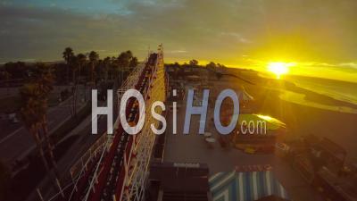 Santa Cruz Boardwalk Rollercoaster California - Vidéo Drone