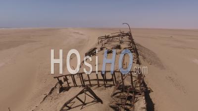 Gros Plan Sur L'épave Du Navire Eduard Bohlen Ensevelie Dans Le Sable, Dans Le Désert Du Namib