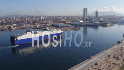 Arrivée Du Navire, Digue Du Large, Port De Marseille-Fos, Vidéo Drone