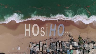 Le Village Rasta Du District De Vridi à Abidjan, Vidéo Drone