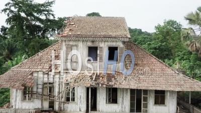 Habitation De Maître Coloniale En Bois Ancien - Vu Par Drone
