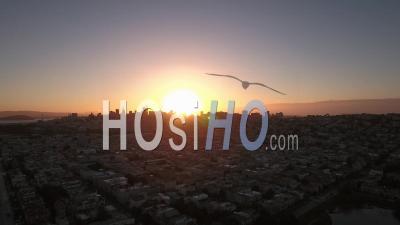 Vue Aérienne De San Francisco Au Coucher Du Soleil -Vidéo Drone
