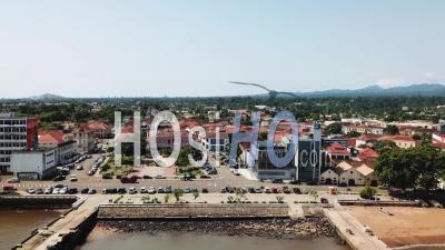 Église Et Bâtiments D'époque, Centre-Ville De Sao Tomé - Vidéo Drone