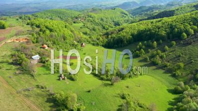Campagne Collines Et Maisons De Village, Terres Agricoles - Vidéo Drone
