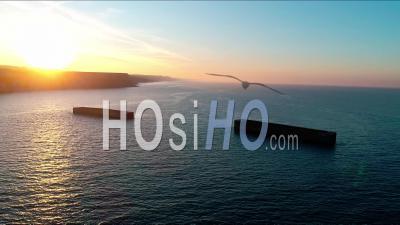 Port Artificiel Du Débarquement à Arromanches Les Bains - Vidéo Drone