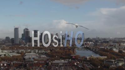 Vue Aérienne De Chariot Du Quartier Financier Des Docklands à Londres - Vidéo Drone