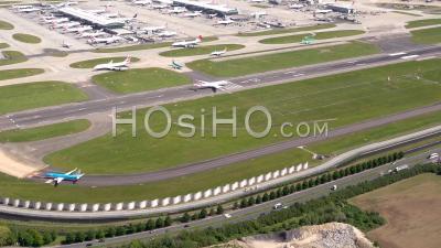 Aéroport D'heathrow, Londres, Filmé Par Hélicoptère