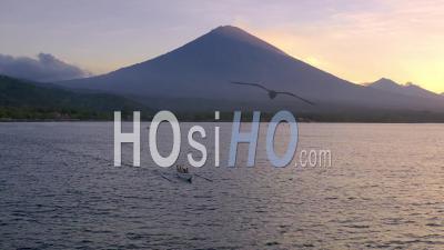 Mont Agung Juste Avant La Nuit - Vidéo Drone