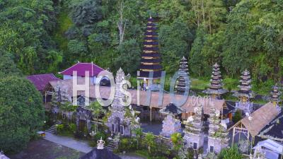 Temple Pura Hulundanu Batur Songan - Vidéo Drone