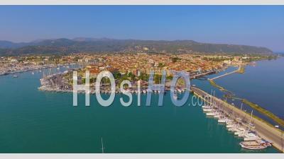 Vue Aérienne De La Ville Principale Sur L'île De Leucade, Grèce - Vidéo Drone