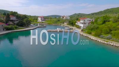Vue Aérienne D'un Petit Village En Croatie - Vidéo Drone