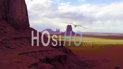 Vue Aérienne Révèle Les Buttes De Monument Valley, Utah - Vidéo Drone