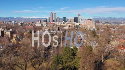 Vue Aérienne Du Centre-Ville De Denver Au Colorado Et Du Quartier Des Affaires Du Parc De La Ville - Vidéo Drone