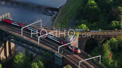 Vue Aérienne Du Train Rapide, Passage De Pont, Newcastle Upon Tyne, Royaume-Uni - Vidéo Drone