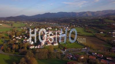 Sare, France Au Pays Basque À La Frontière Franco-Espagnole, Point De Vue D'un Drone