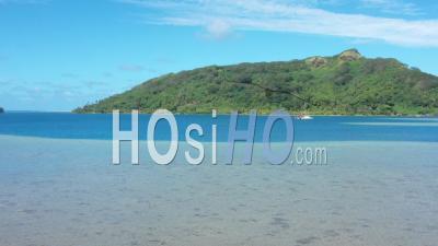 Vue Aérienne De La Baie De Bourayne En Polynésie Française - Vidéo Drone