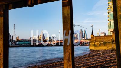 Blackfriars Bridge à Londres Avec La Cathédrale Saint-Paul Et Le Ciel De La Ville De Londres