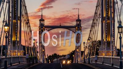 Le Pont Victorien Albert Bridge à Londres Au Coucher Du Soleil