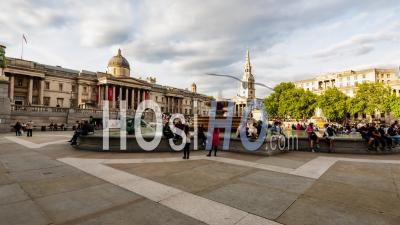 Trafalgar Square, Londres Avec Fontaines Et La National Gallery (hyperlapse)