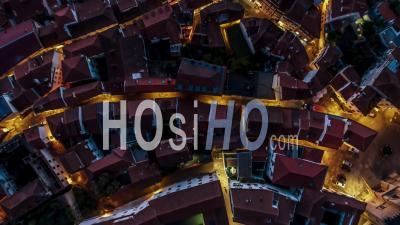 Vue Aérienne De Coimbra La Nuit, De Haut En Bas, Portugal - Vidéo Drone