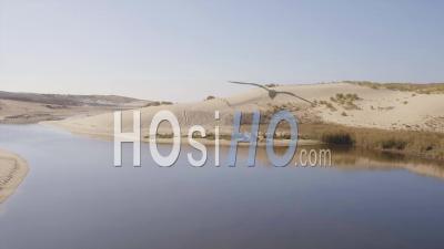 Survol De La Dune à L'océan Avec Vue Sur La Rivière Huchet Par Drone