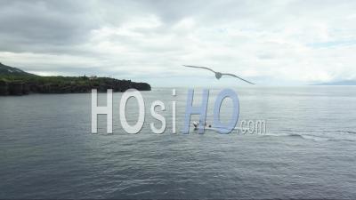 Bateau Revenant Au Port à San Jorge Azores Vidéo Drone