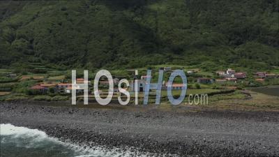 Eglise Proche De L'océan Dans Une Lagune De San Jorge Vidéo Drone