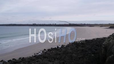 Vue Aérienne De La Plage Des Blancs Sablons Près De Brest, Bretagne, France - Vidéo Drone