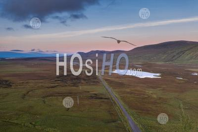Aerial View Over A838 Across Scottish Highlands At Sunset - Photographie Aérienne