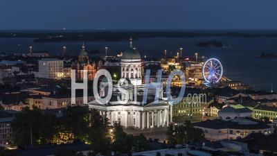 Vue Aérienne Générale D'helsinki La Nuit, La Cathédrale D'helsinki, Finlande - Vidéo Drone