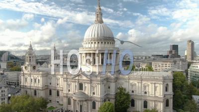 Cathédrale St Paul à Londres Pendant La Journée - Vidéo Drone