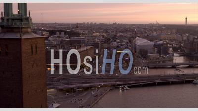 Coucher De Soleil Nuageux Sur La Ville De Stockholm, Suède - Vidéo Aérienne Par Drone