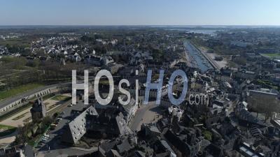 Ville De Vannes Ville Vide Pendant Le Confinement Global De Covid-19 – Vidéo  Drone
