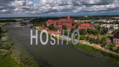 Castle Of The Teutonic Order In Malbork, Malbork ( Zamek W Maborku, Ordensburg Marienburg ) - Video Drone Footage