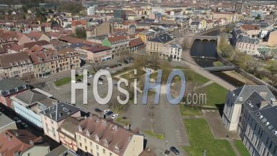 Place Des Arts, Belfort, France, Pendant La Pandémie De Covid-19 - Vidéo Drone