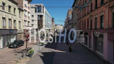 Rue Commerçante, Belfort, France, Pendant La Pandémie De Covid-19 - Vidéo Drone