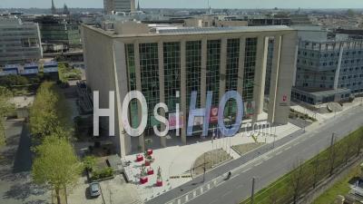 Hôtel De Region, Conseil Régional, Quartier Meriadeck Dans La Ville De Bordeaux Pendant Covid-19, France - Vidéo Drone