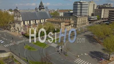 Église Saint-Bruno, Quartier Meriadeck à Bordeaux Pendant Covid-19, France - Vidéo Drone