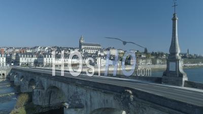 Pont Jacques Gabriel De Blois Pendant Le Confinement Du Au Covid-19 - Vidéo Drone